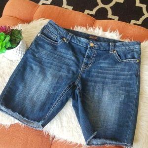 🌺Seven7 Luxe Bermuda Jean Shorts Size 20🌺
